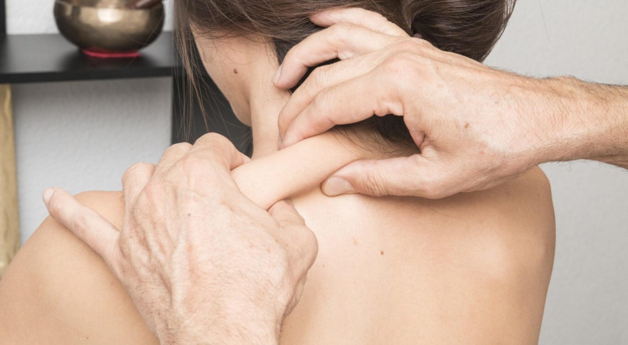 deep-tissue-vs-regular-massage